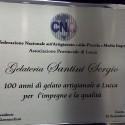 La CNA consegna una targa di merito alla Gelateria Santini