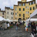 Mercato artigianale in piazza Anfiteatro